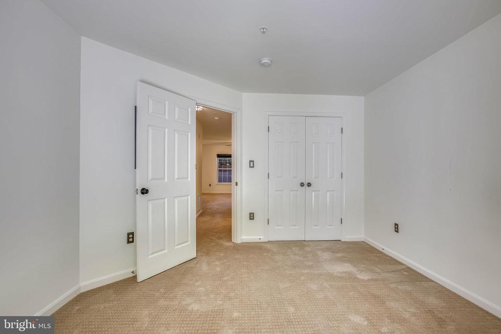 Bedroom #2 with large Closet - 1597 LEEDS CASTLE DR #101, VIENNA