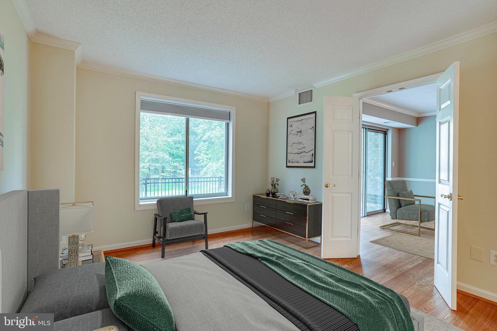 PRIMARY BEDROOM W/ DOUBLE WINDOW - 19385 CYPRESS RIDGE TER #102, LEESBURG
