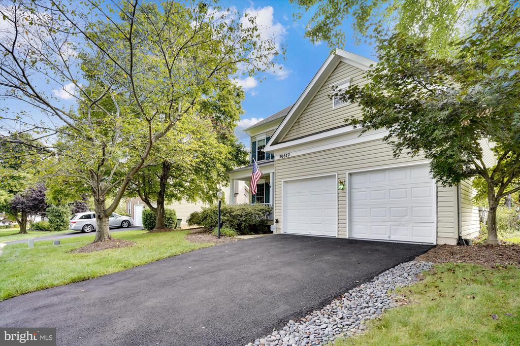 TWO CAR GARAGE WITH TWO OPENERS - 20672 PARKSIDE CIR, STERLING