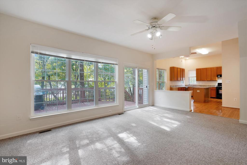 VIEW FROM FAMILY ROOM TOWARDS KITCHEN - 20672 PARKSIDE CIR, STERLING