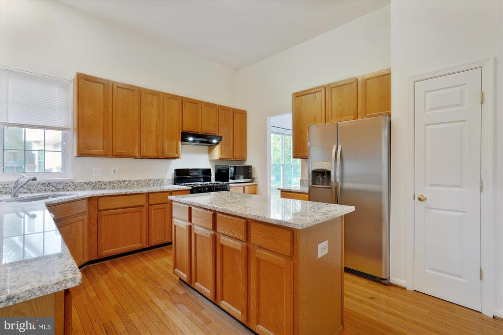 GRANITE COUNTERS INSTALLED 2020 - 20672 PARKSIDE CIR, STERLING