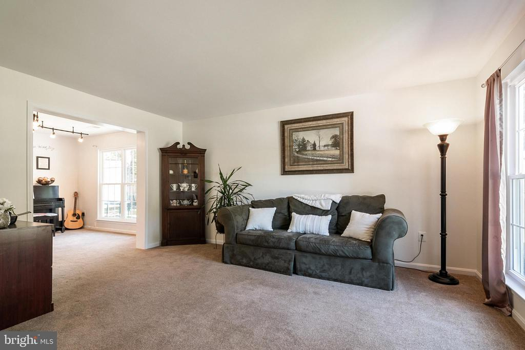 Living Room - 5363 SATTERFIELD DR, WOODBRIDGE