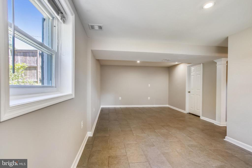 Lower Level with New Flooring - 6508 HAYSTACK RD, ALEXANDRIA