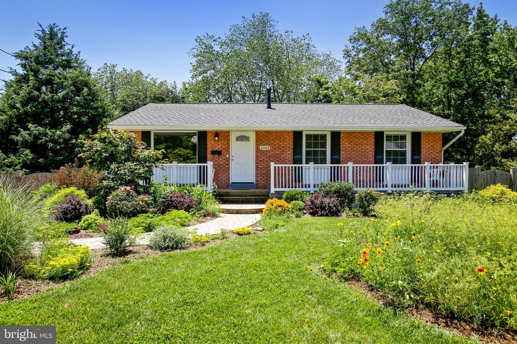 Beautiful Landscaping Welcomes You Home! - 6508 HAYSTACK RD, ALEXANDRIA