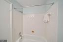 bathtub with tile surround - 4427 7TH ST N, ARLINGTON