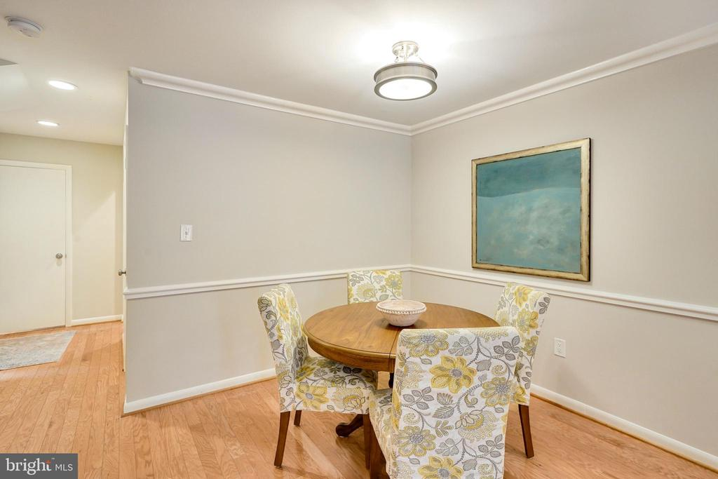 spread out space for puzzles and projects - 4427 7TH ST N, ARLINGTON