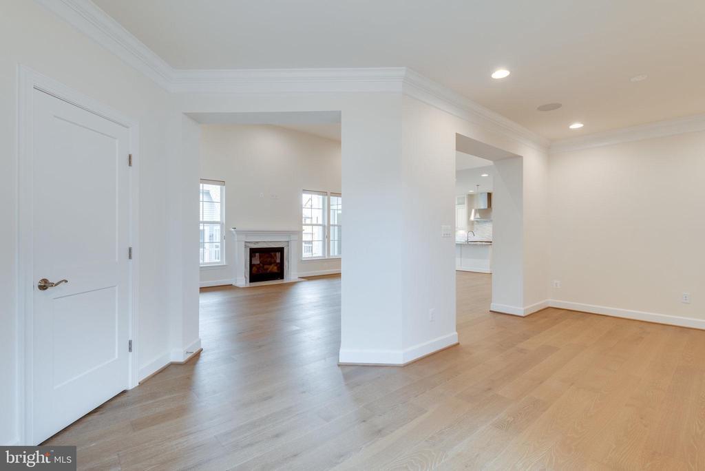 Upgraded hardwood flooring - 42758 AUTUMN DAY TERRACE, ASHBURN