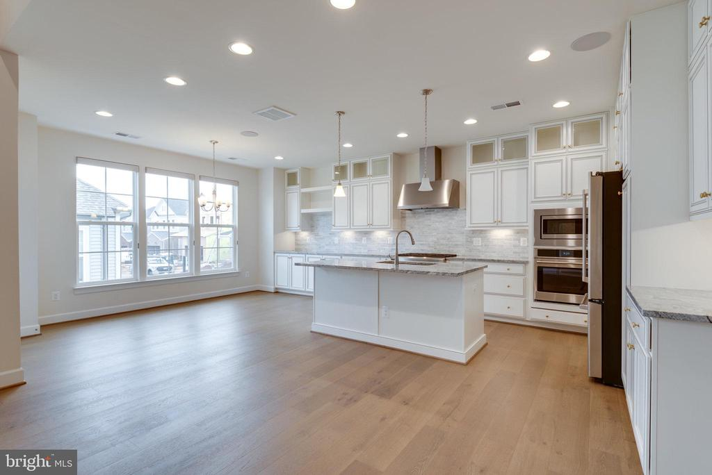 Added builder extension for optional dining area. - 42758 AUTUMN DAY TERRACE, ASHBURN
