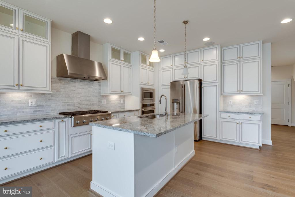 Upgraded granite and cabinetry. - 42758 AUTUMN DAY TERRACE, ASHBURN