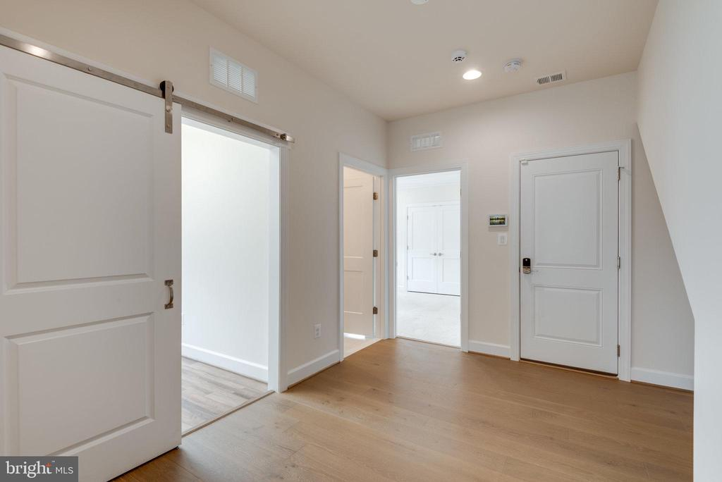 Open floor plan w/ additional space from garage - 42758 AUTUMN DAY TERRACE, ASHBURN