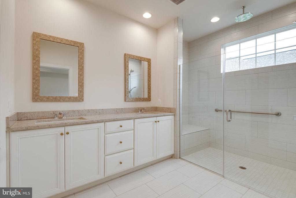 Upgraded granite and cabinets - 42758 AUTUMN DAY TERRACE, ASHBURN