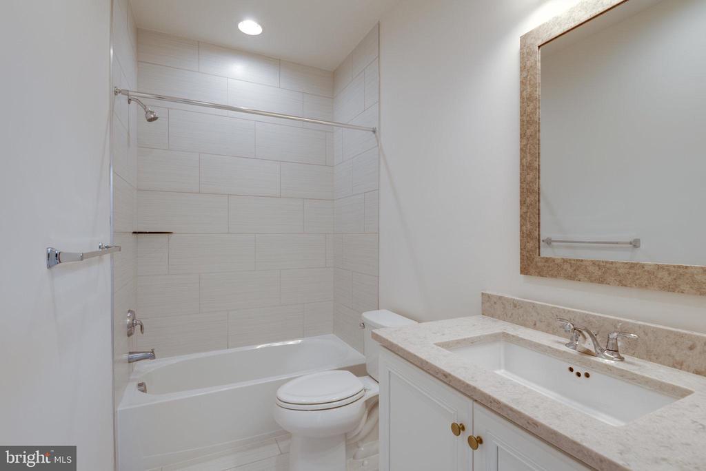 3rd full bath un upper level - 42758 AUTUMN DAY TERRACE, ASHBURN