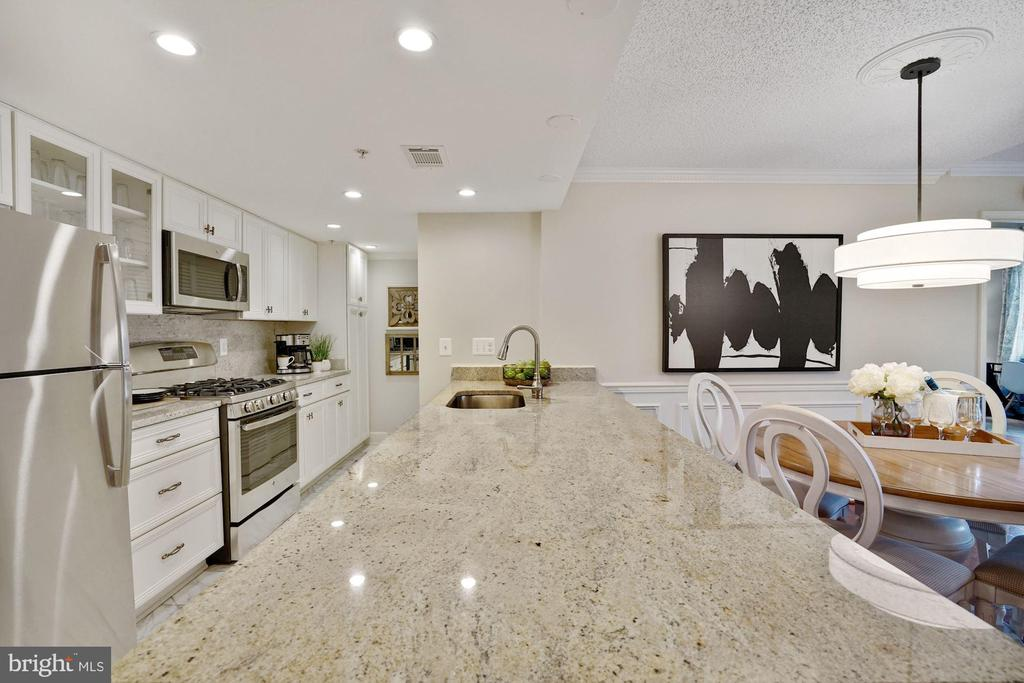 Imagine cooking in this spacious and open kitchen - 1276 N WAYNE ST #608, ARLINGTON