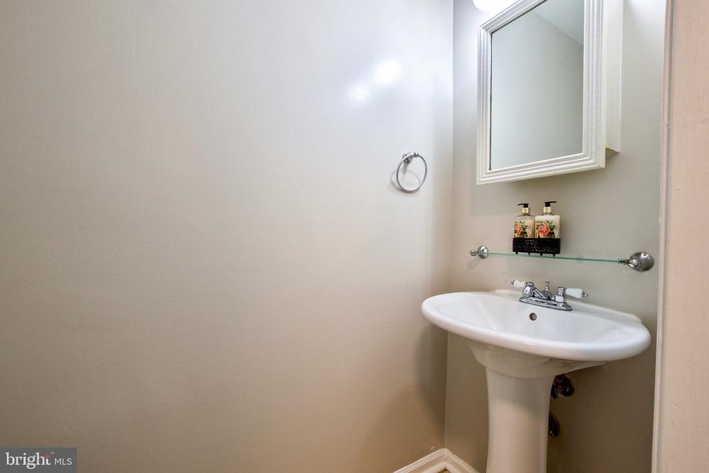Main Level Powder Room - 9453 CLOVERDALE CT, BURKE
