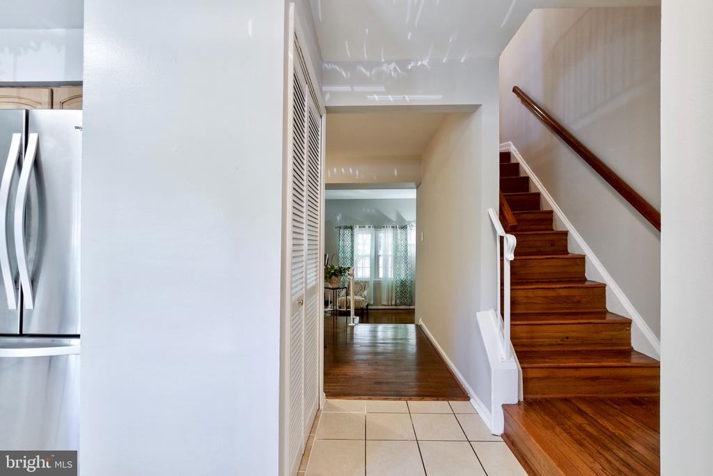 Front Hallway and Stairway - 9453 CLOVERDALE CT, BURKE