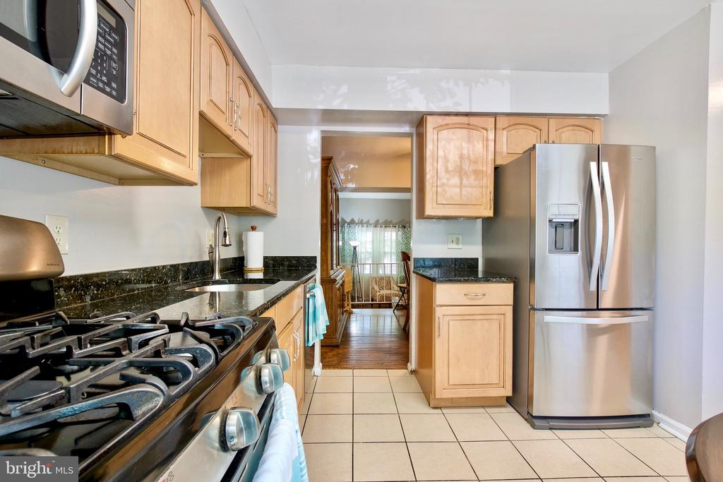 Recently Upgraded Stainless Steel Appliances - 9453 CLOVERDALE CT, BURKE
