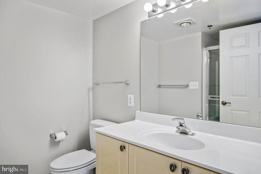 Bathroom adjoining 2nd bedroom - 19385 CYPRESS RIDGE TER #219, LEESBURG