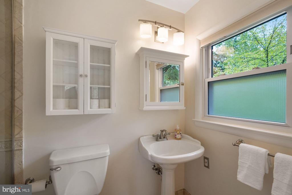 Renovated Owner's Bath - 5312 CARLTON ST, BETHESDA