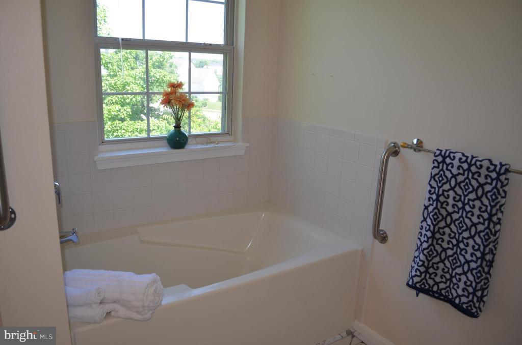 Master bath with soaking tub - 4900 EDGEWARE TER, FREDERICK