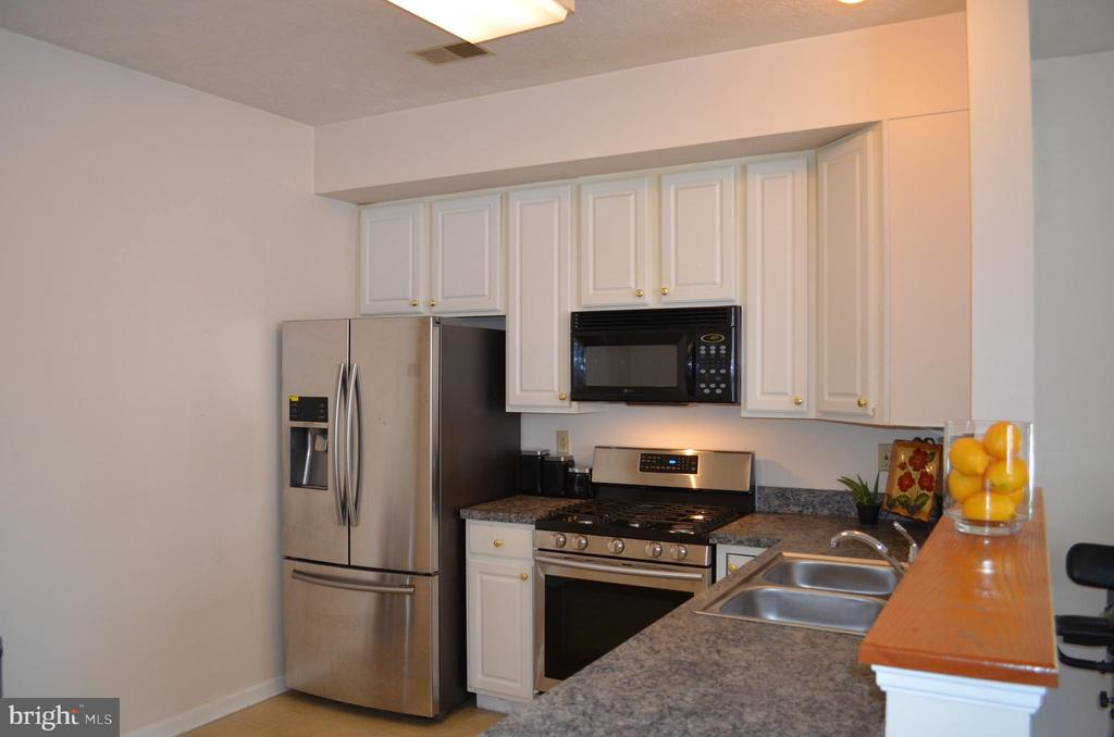 Stainless appliances in kitchen - 4900 EDGEWARE TER, FREDERICK