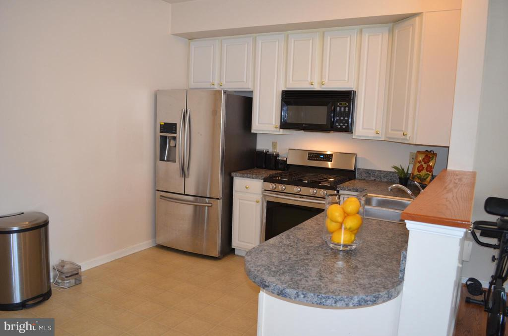 Open floorplan with kitchen opening to living area - 4900 EDGEWARE TER, FREDERICK
