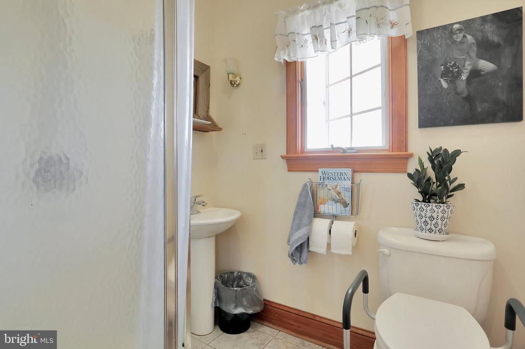 Full bath off mud room - 5201 RELIANCE, MIDDLETOWN