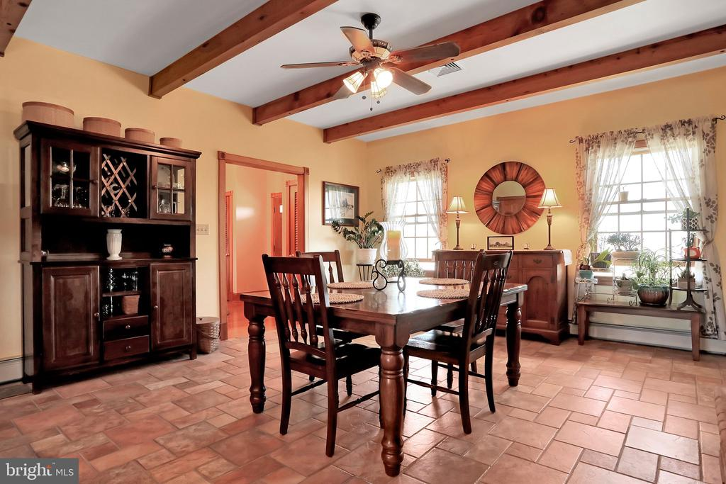 Dining area with exposed beams - 5201 RELIANCE, MIDDLETOWN