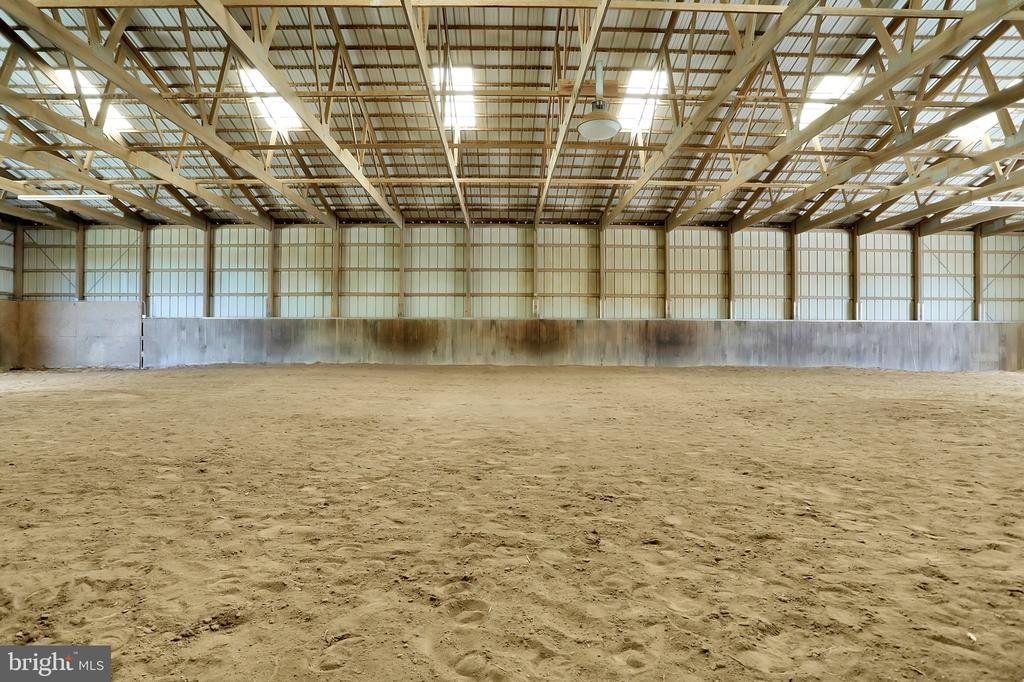 INDOOR RIDING ARENA!!!! - 5201 RELIANCE, MIDDLETOWN