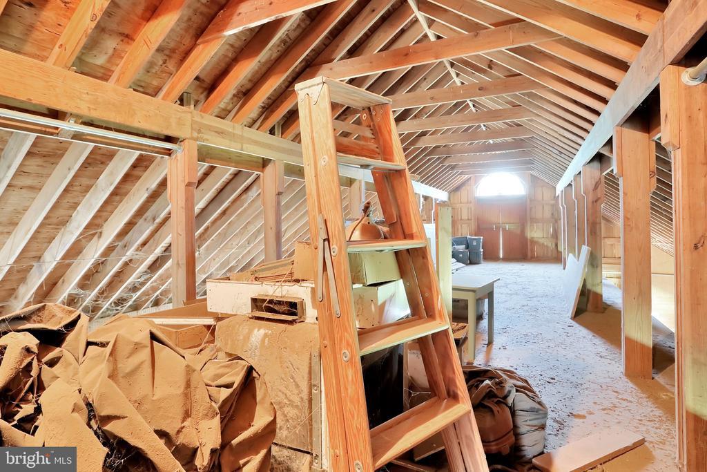 Hay Loft Barn 2 above stalls - 5201 RELIANCE, MIDDLETOWN