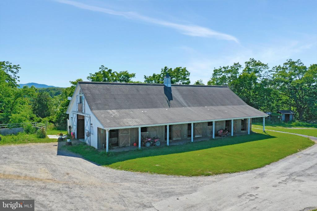 Barn 2 with apartment - 5201 RELIANCE, MIDDLETOWN