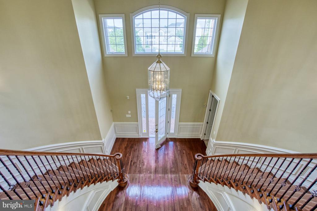 STELLAR VIEW FROM THE TOP OF THE CURVED STAIRCASE - 20003 BELMONT STATION DR, ASHBURN