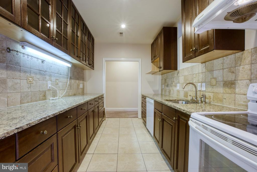 PERFECT FOR AN  IN-LAW SUITE - 20003 BELMONT STATION DR, ASHBURN