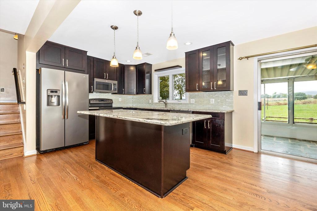 Remodeled kitchen with granite counters - 9822 HANSONVILLE RD, FREDERICK