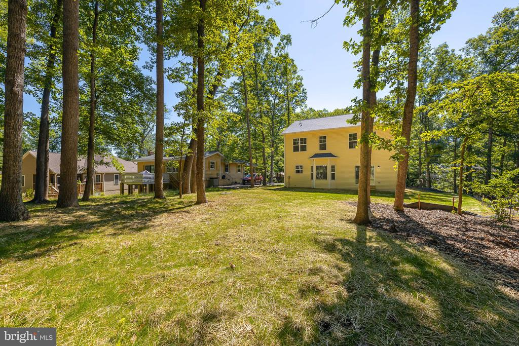 Lovely level yard, back to golf course - 418 BIRDIE RD, LOCUST GROVE