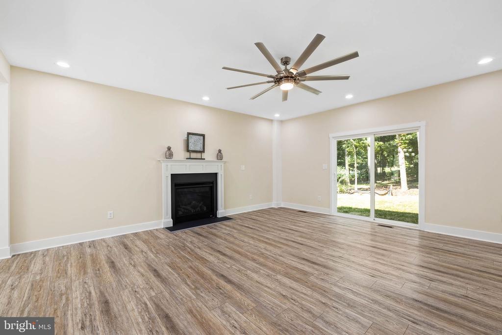 Luxury upgraded flooring - 418 BIRDIE RD, LOCUST GROVE