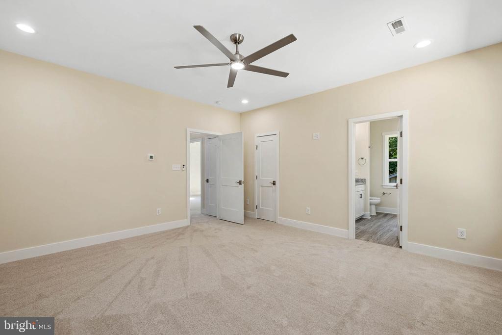 Owners Suite with walk in closet & luxury bath - 418 BIRDIE RD, LOCUST GROVE