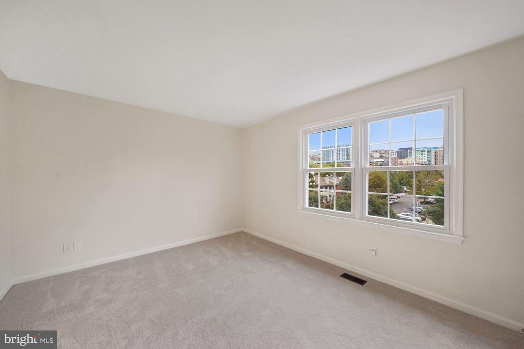 Master bedroom with stunning views - 4110 WASHINGTON BLVD, ARLINGTON