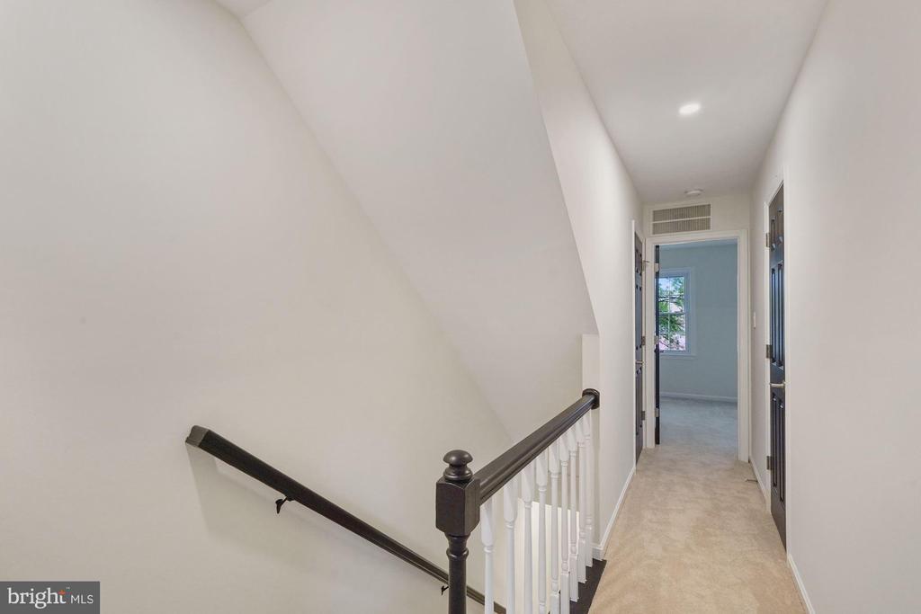 Stairwell to the bedroom level - 4110 WASHINGTON BLVD, ARLINGTON