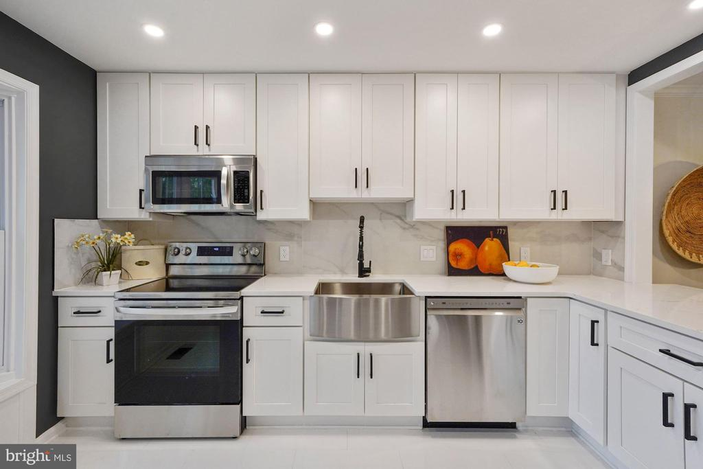 Brand new cabinets, counters and appliances - 4110 WASHINGTON BLVD, ARLINGTON