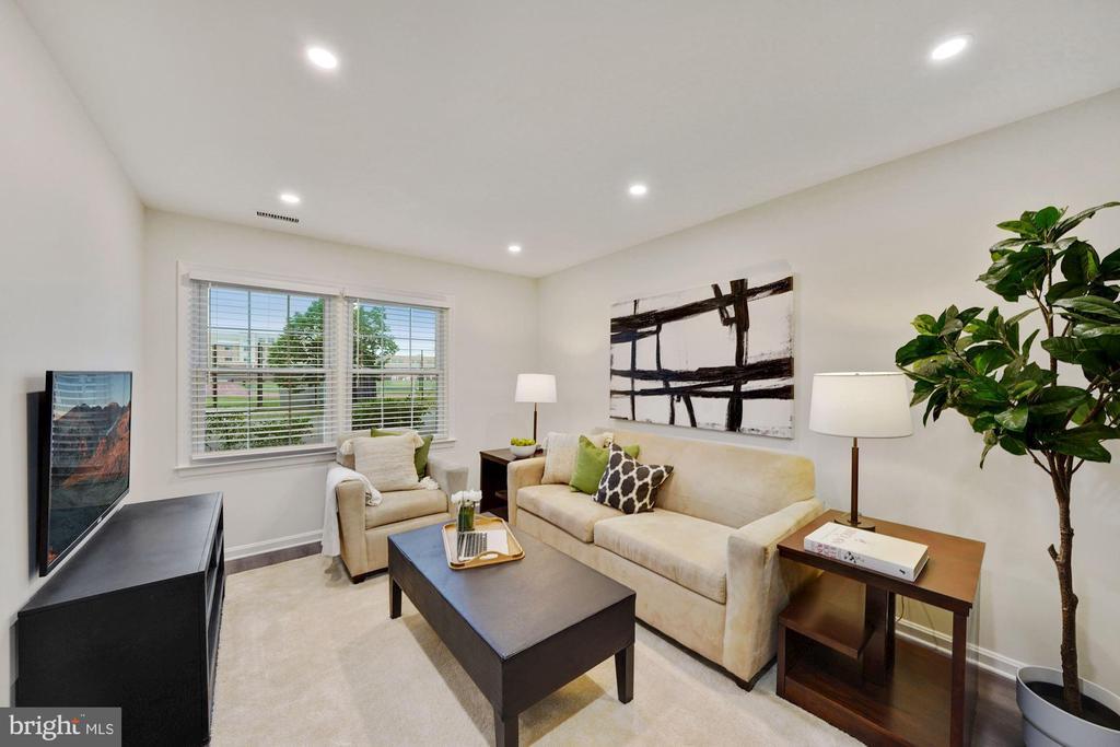 Family room/4th bedroom on 1st floor - 4110 WASHINGTON BLVD, ARLINGTON