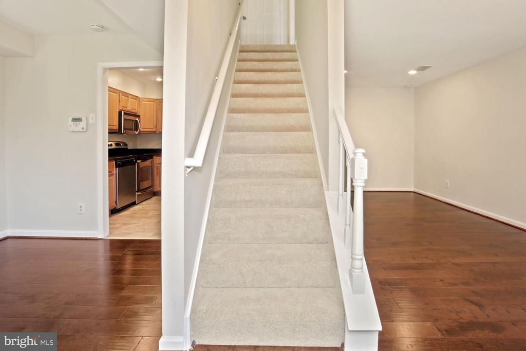 The stairs to the bedrooms on the 2nd floor. - 9761 HAGEL CIR #E, LORTON