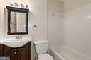 The full bath on the upper level. - 9761 HAGEL CIR #E, LORTON