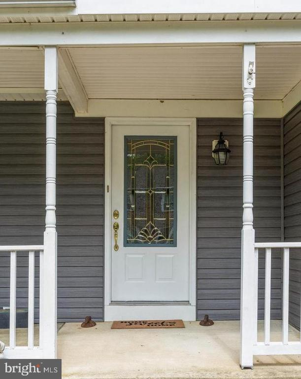 Inviting front entry - 108 ALMEY CT, STERLING