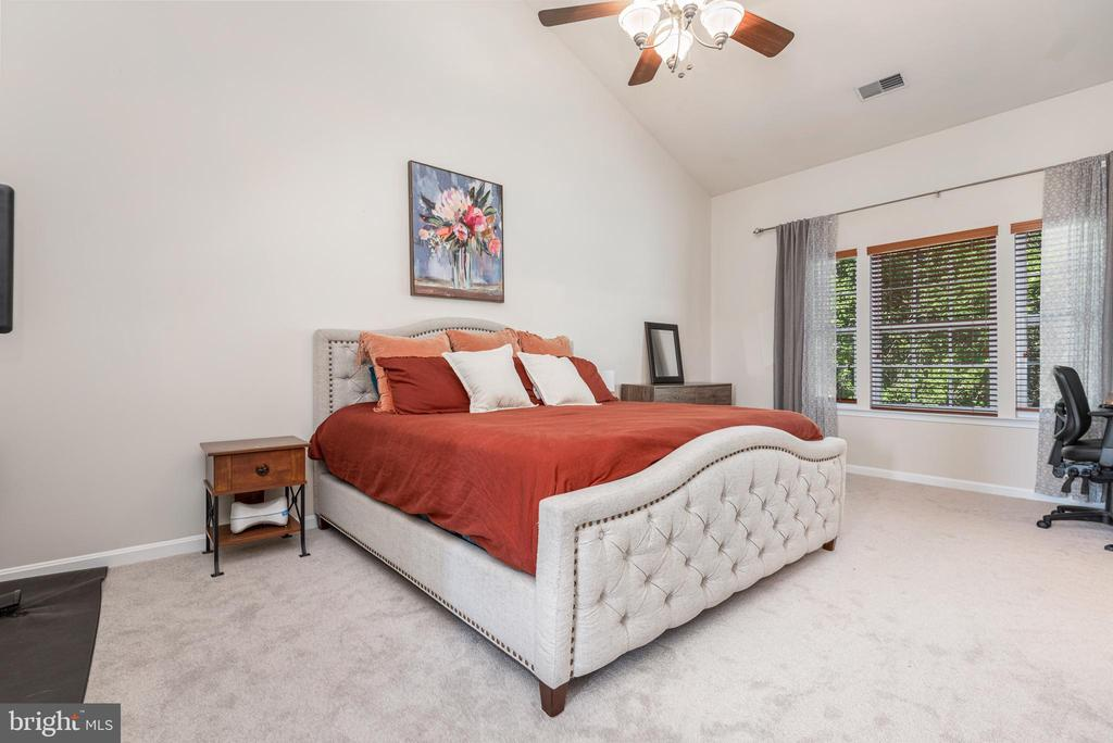 Plenty of space to stretch out and unwind - 612 BURBERRY TER SE, LEESBURG