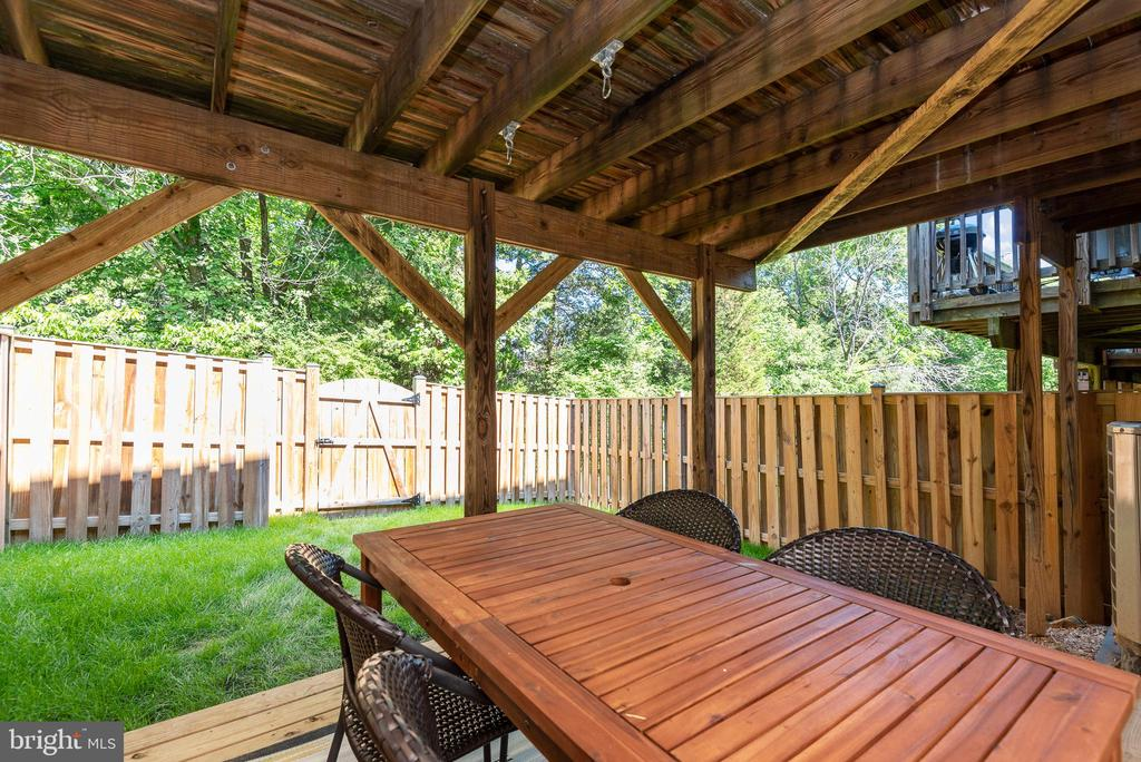 Looks out to beautiful yard - 612 BURBERRY TER SE, LEESBURG