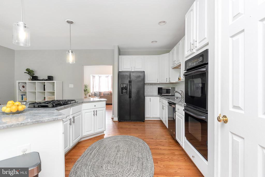 Plenty of storage and counter space for the cook - 612 BURBERRY TER SE, LEESBURG