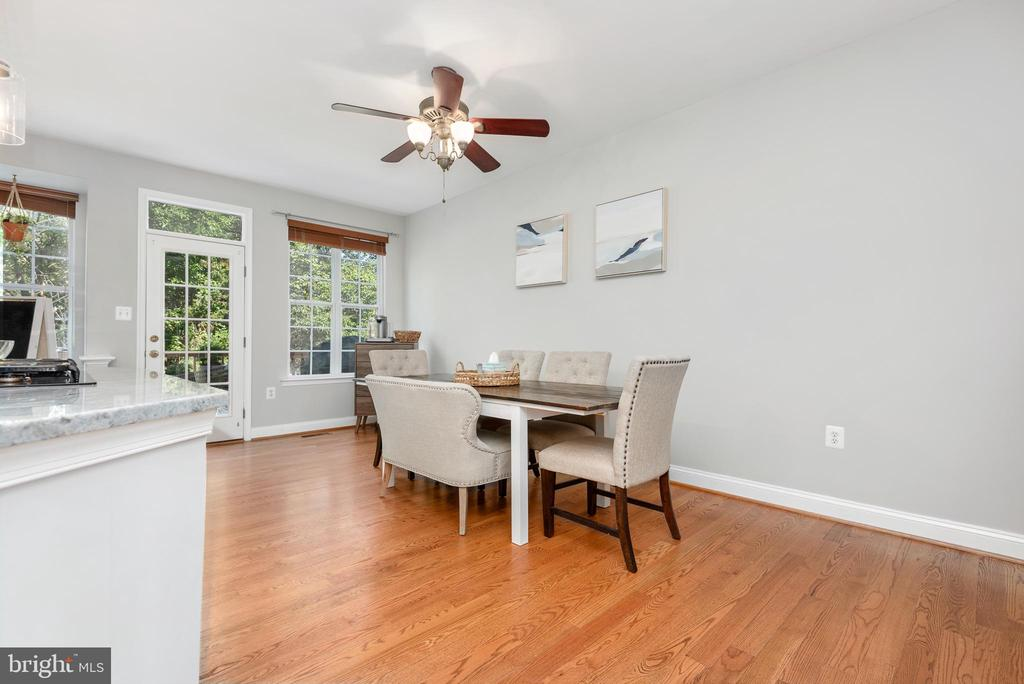 Eat in kitchen & family rm for game nights - 612 BURBERRY TER SE, LEESBURG