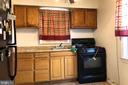 Bright kitchen w/gas cooking, ceiling fan - 4639 A ST SE, WASHINGTON