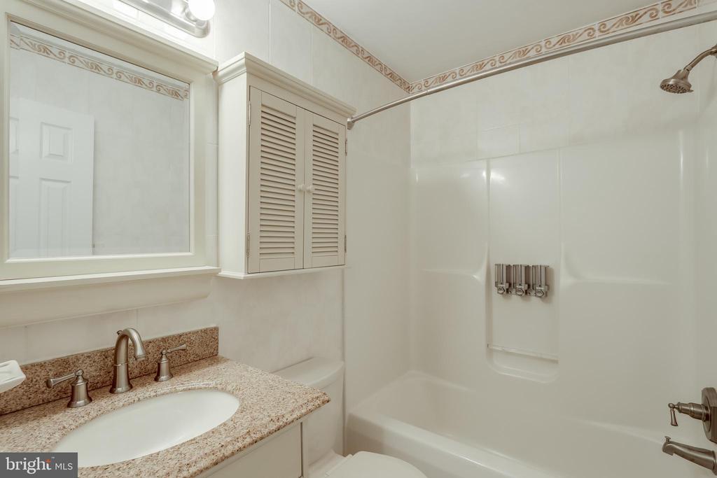 Hall Bath - 3332 YORKSHIRE CT, ADAMSTOWN