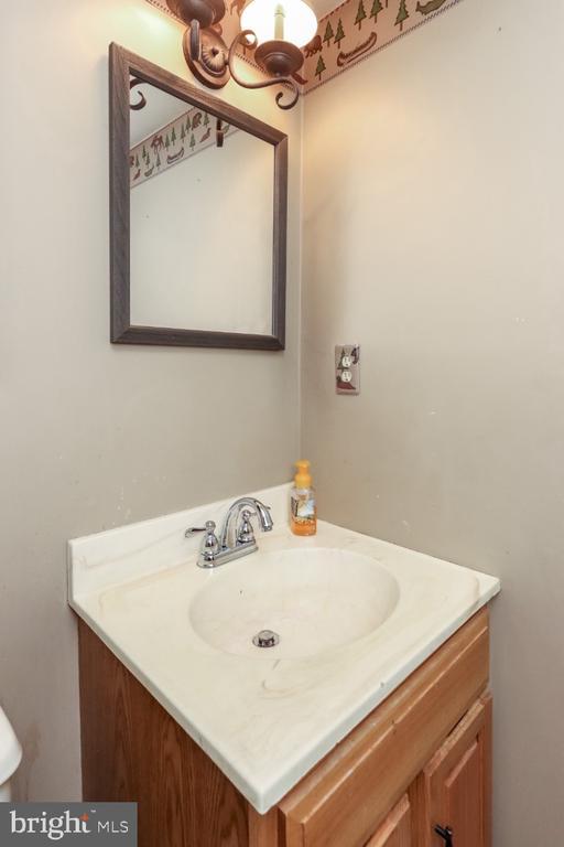 lower level 1/2 bath - 8288 WATERSIDE CT, FREDERICK
